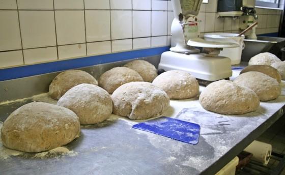 Kohlbrotbacken beim Kalle-Bäcker - Rohlinge, Kohlbrot
