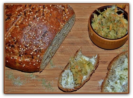 Kohlbrot mit Sauerkrautsalat